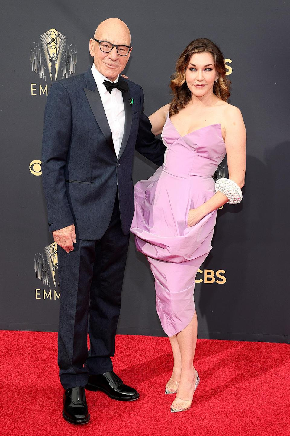<p>Stewart looked handsome in his navy tux while Ozell was pretty in pink. </p>