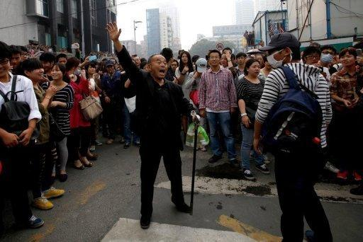 <p>A demonstrator protests in Ningbo, east China's Zhejiang province, on Sunday, against a proposed 55.9 bln yuan ($8.9 bln) chemical plant.</p>