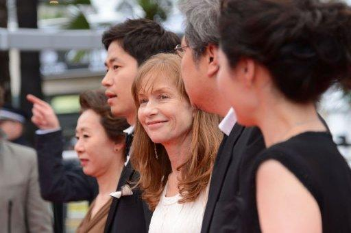"French actress Isabelle Huppert (C) arrives for the screening of ""Da-Reun Na-Ra-E-Suh"" (In Another Country)"