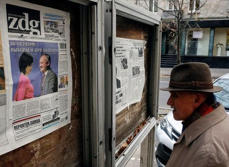 A man reads morning papers in Chisinau, Moldova, October 31, 2016.   REUTERS/Gleb Garanich