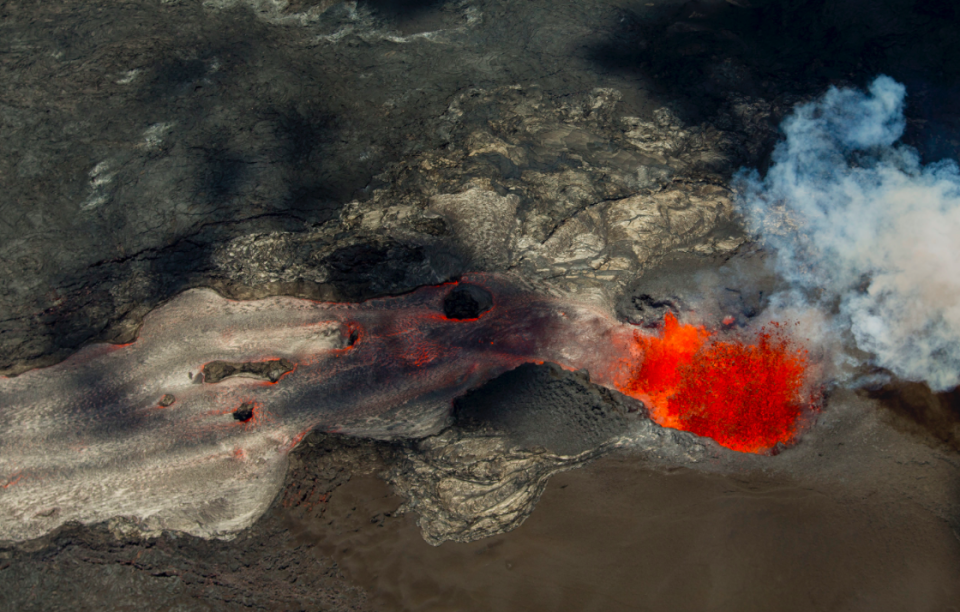 <em>A fissure continues to blast fresh lava several hundred feet in the air and flow towards Kapoho (PA)</em>