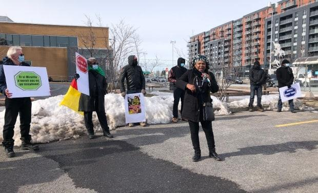 On Saturday, friends of Mireille Ndjomouo held a demonstration outside the Charles-Le Moyne Hospital, demanding answers about what happened to her.