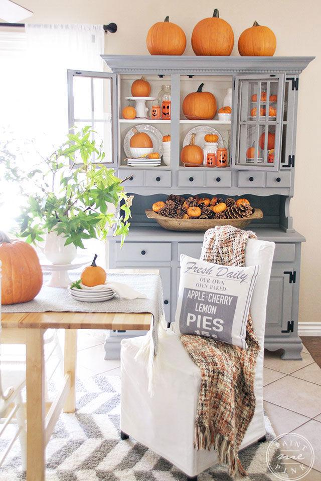 20 new ways to decorate your home with pumpkins for Ways to decorate kitchen