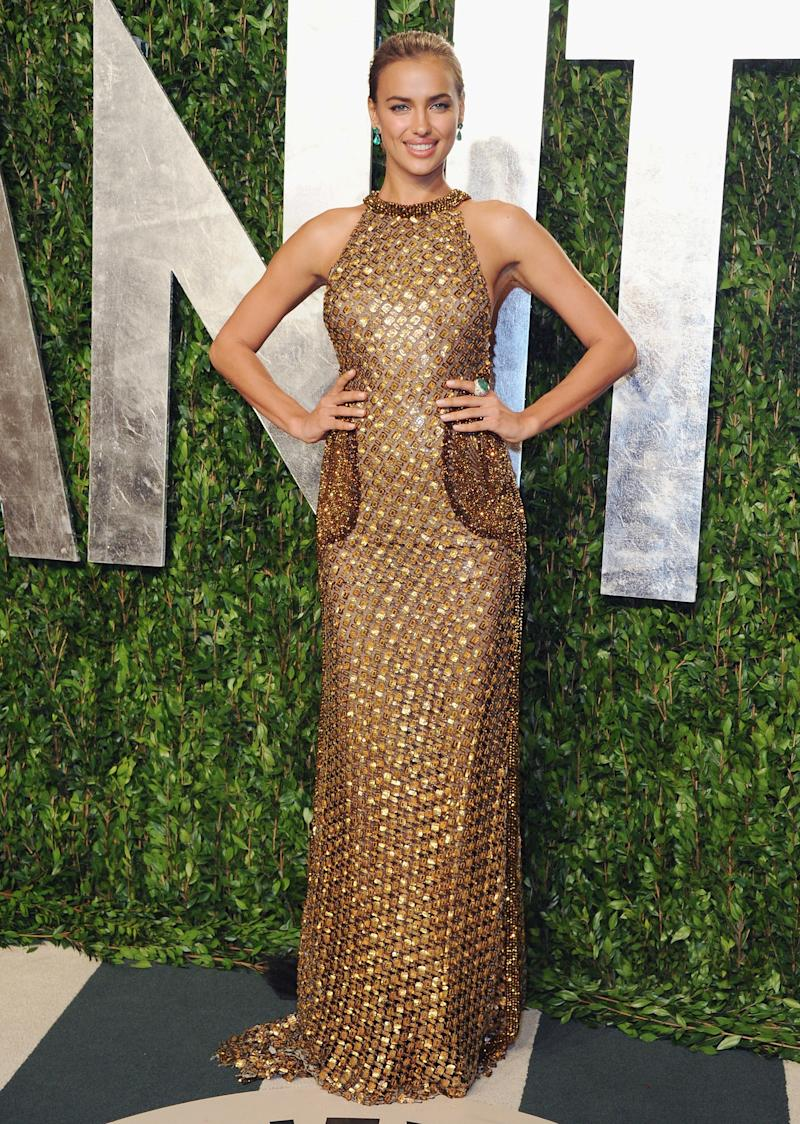 The model stuck to the Oscar gold mentality at the 2012 Vanity Fair Oscar Party.