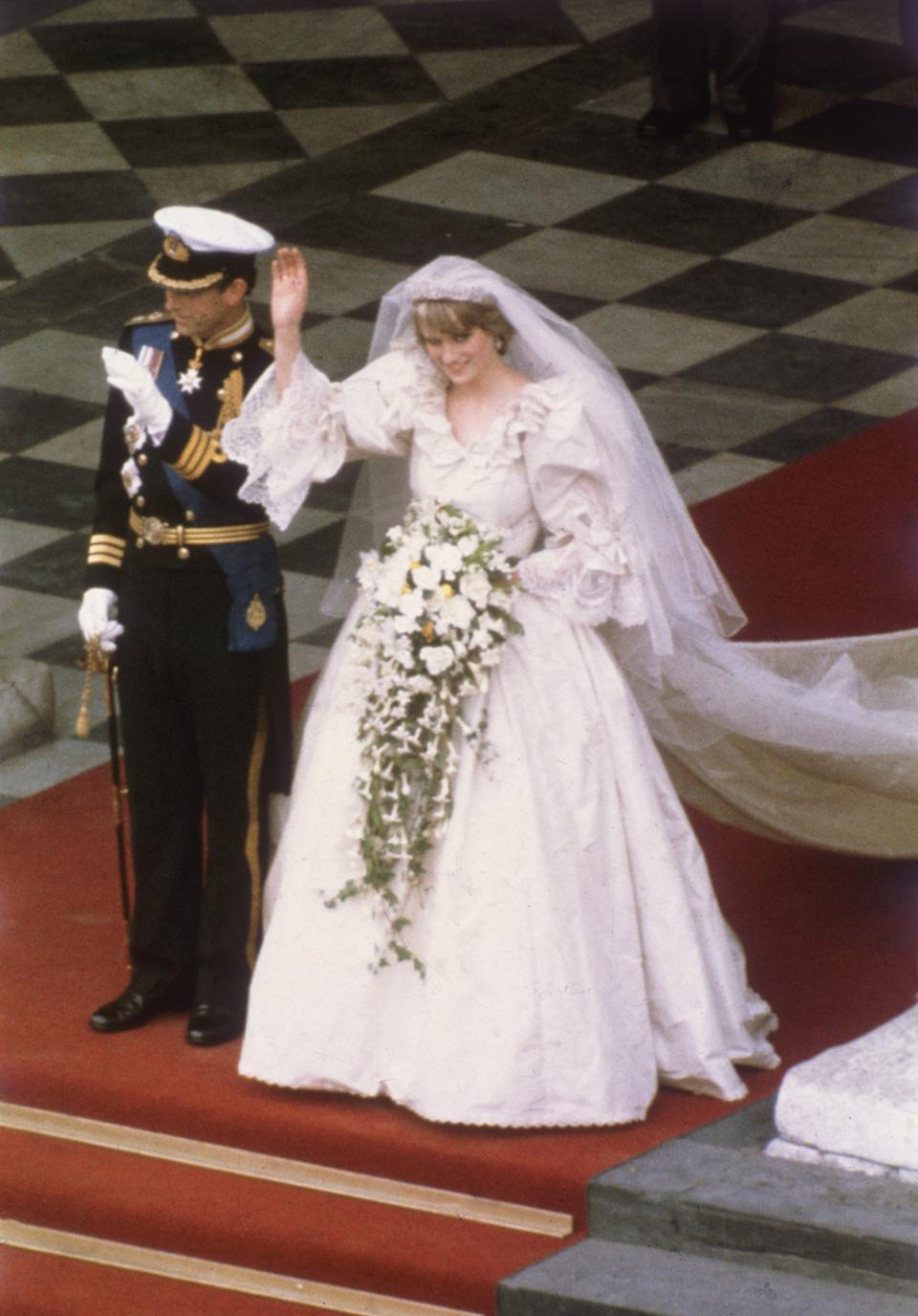 29th July 1981:  Charles, Prince of  Wales, with his wife, Princess Diana (1961 - 1997), on the altar of St Paul's Cathedral during their marriage ceremony.  (Photo by Hulton Archive/Getty Images)