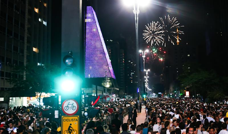 SAO PAULO, BRAZIL - JANUARY 01: Sao Paulo welcomes the new year with fireworks at Paulista Avenue in Sao Paulo, Brazil on January 01, 2017. (Photo by Dario Oliveira /Anadolu Agency/Getty Images)