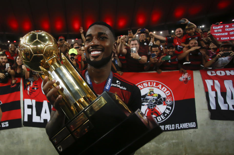 RIO DE JANEIRO, BRAZIL - FEBRUARY 26: Gerson of Flamengo holds the champions trophy after the second leg match between Flamengo and Independiente del Valle as part of Recopa Sudamericana 2020 at Maracana Stadium on February 26, 2020 in Rio de Janeiro, Brazil. (Photo by Bruna Prado/Getty Images)
