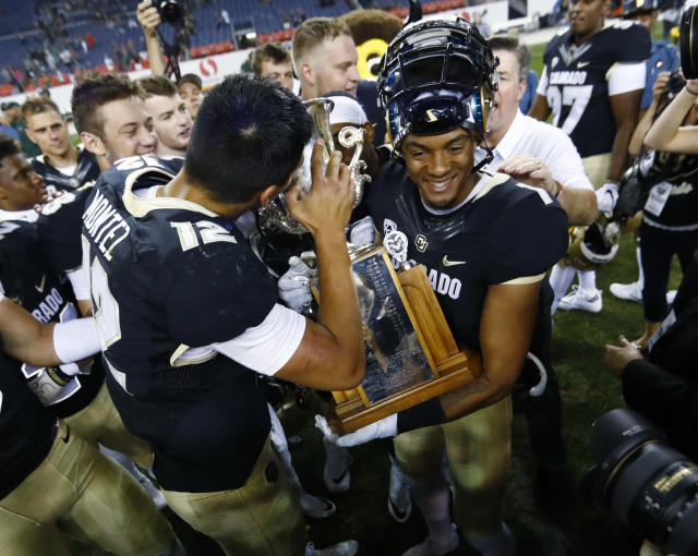 "Colorado quarterback <a class=""link rapid-noclick-resp"" href=""/ncaaf/players/256381/"" data-ylk=""slk:Steven Montez"">Steven Montez</a>, left, kisses the Rocky Mountain Showdown Trophy as wide receiver <a class=""link rapid-noclick-resp"" href=""/ncaaf/players/242955/"" data-ylk=""slk:Shay Fields"">Shay Fields</a> holds the cup after defeating Colorado State in an NCAA college football game Friday, Sept. 1, 2017, in Denver. (AP Photo/David Zalubowski)"