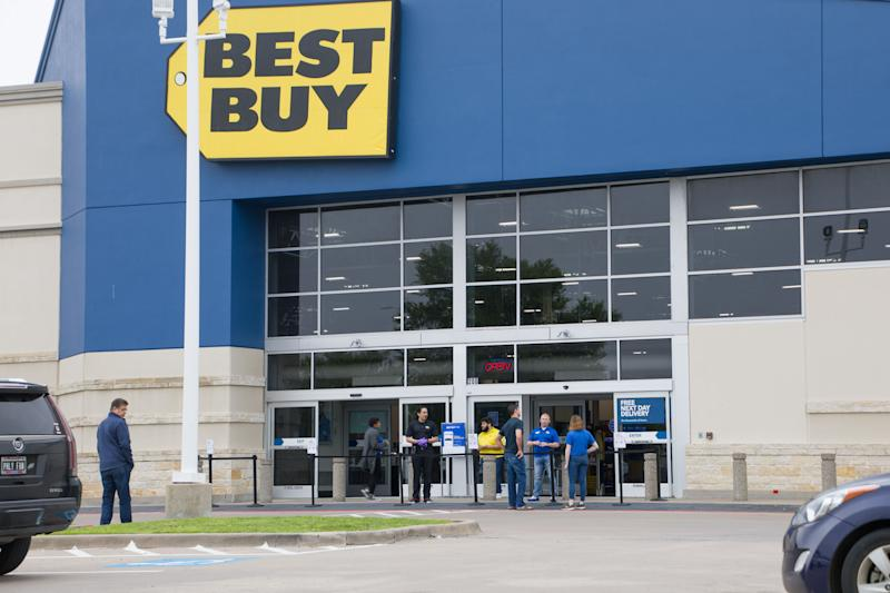 HOUSTON, March 23, 2020 .Best Buy sales associates help customers in front of the store located in northern outskirt of Dallas, Texas, the United States, on March 23, 2020. U.S. consumer electronics retailer Best Buy started to provide contactless sale on March 23, 2020 due to the spread of COVID-19. Best Buy has temporarily closed in-store shopping and service. (Photo by Dan Tian/Xinhua via Getty) (Xinhua/ via Getty Images)