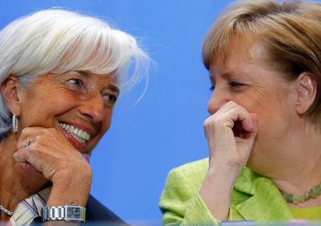 FILE PHOTO: German Chancellor Angela Merkel (R) and Managing Director of the IMF Christine Lagarde attend a news conference following a meeting of the heads of international economy and finance organisations at the Chancellery in Berlin, Germany, April 10, 2017. REUTERS/Hannibal Hanschke/File Photo