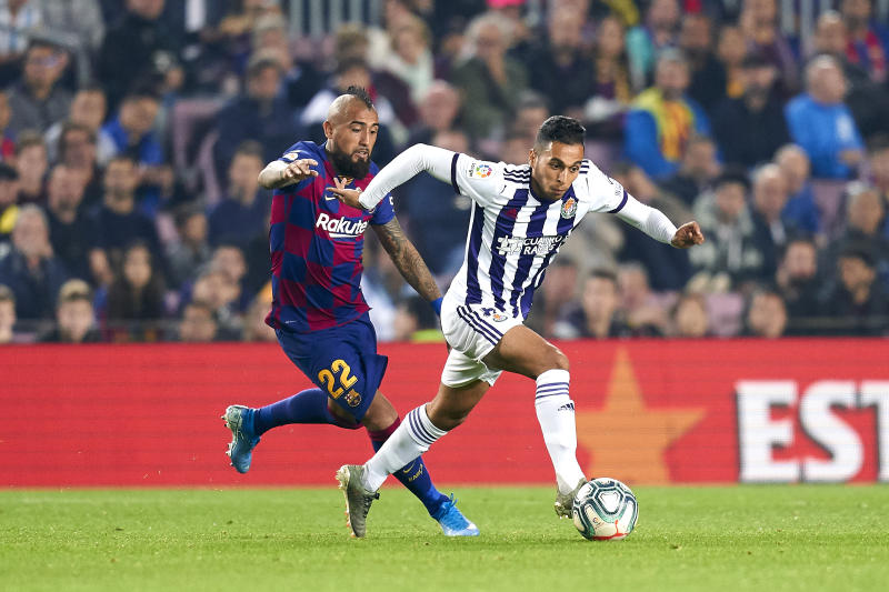 BARCELONA, SPAIN - OCTOBER 29: Arturo Vidal of FC Barcelona competes for the ball with Anuar Mohamed Thuami of Real Valladolid CF during the Liga match between FC Barcelona and Real Valladolid CF at Camp Nou on October 29, 2019 in Barcelona, Spain. (Photo by Quality Sport Images/Getty Images)