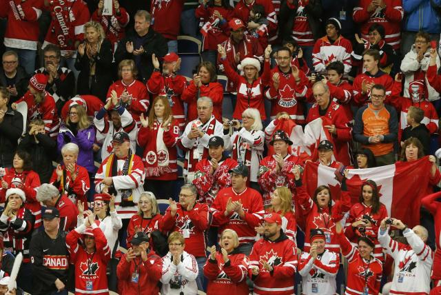 Supporters of Canada applaud before Canada plays Germany before their IIHF World Junior Championship ice hockey game in Malmo, Sweden, December 26, 2013. REUTERS/Alexander Demianchuk (SWEDEN - Tags: SPORT ICE HOCKEY)
