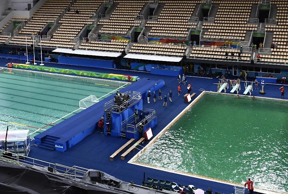 The murky green water polo pool (L) and the dark green diving pool (AFP Photo/Christophe Simon)
