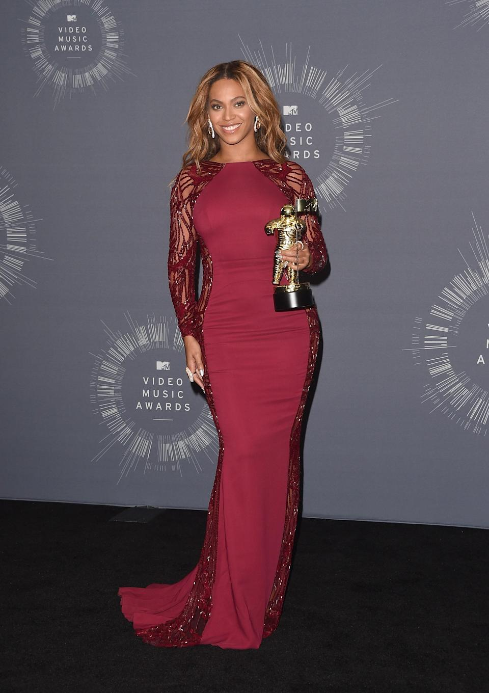 Mrs. Knowles-Carter picked up the Michael Jackson Video Vanguard Award in a sultry Zuhair Murad gown.