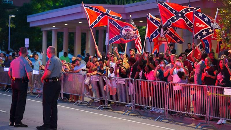 Confederate Flag Wavers Greet President Obama in Oklahoma