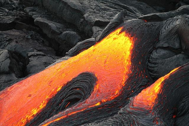 <p>Unless you have a strong death wish, going close to an erupting volcano to take the perfect selfie, is not the idea of fun. However, that is exactly what people tried to do when the Kīlauea volcano located in Hawaii erupted in May, this year.<br />While the slow-moving lava, as such, may not kill or injure people, most injuries happen due to the toxic fumes and blasts of fire that an erupting volcano emits. To prevent people from getting injured, officials were forced to arrest those who were found loitering around the area and trying to take pictures. </p>