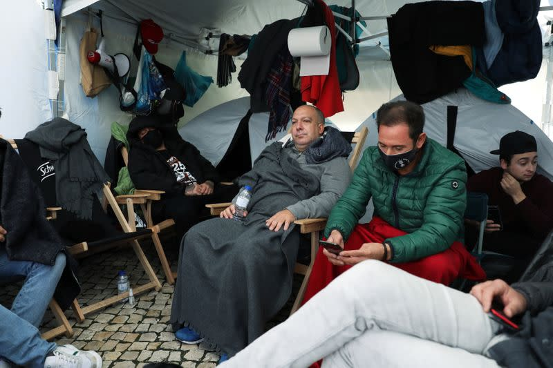 Restaurant owners on hunger strike outside Portuguese parliament