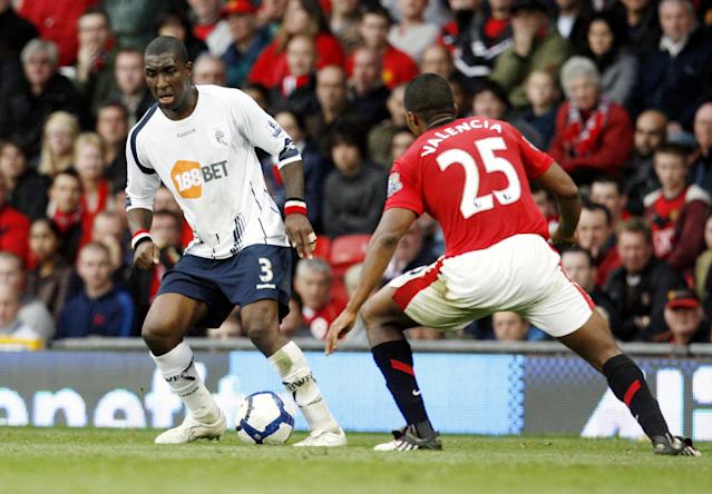 FILE PHOTO: Soccer Football - Manchester United v Bolton Wanderers - Barclays Premier League - Old Trafford - October 17, 2009 Manchester United's Luis Antonio Valencia in action against Bolton Wanderers' Jlloyd Samuel Action Images via Reuters/Paul Thomas/File Photo NO ONLINE/INTERNET USE WITHOUT A LICENCE FROM THE FOOTBALL DATA CO LTD. FOR LICENCE ENQUIRIES PLEASE TELEPHONE +44 (0) 207 864 9000.