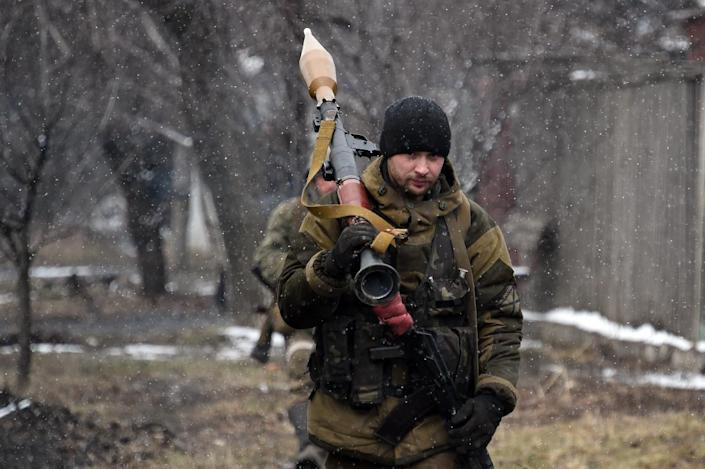 A pro-Russian separatist fighter walks on February 9, 2015 near Uglegorsk, 6 kms southwest of Debaltseve (AFP Photo/Dominique Faget)