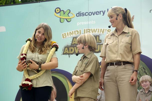 Bindi Irwin, Australia Zoo wildlife warrior, with mum Terri and brother Robert at the Singapore Zoo. (Photo credit: Discovery Kids)