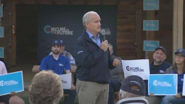 Conservative Leader Erin O'Toole met with supporters in Saskatoon on Aug. 20. Political experts say his party may not be able to win all of Saskatchewan's seats this election, unlike in 2019. (CBC - image credit)