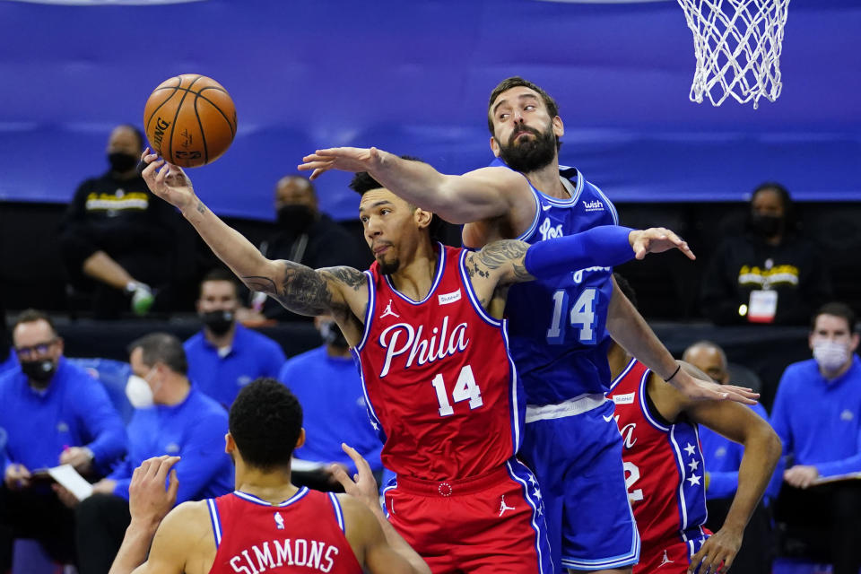 Philadelphia 76ers' Danny Green, center, and Los Angeles Lakers' Marc Gasol, right, reach for a rebound during the first half of an NBA basketball game, Wednesday, Jan. 27, 2021, in Philadelphia. (AP Photo/Matt Slocum)
