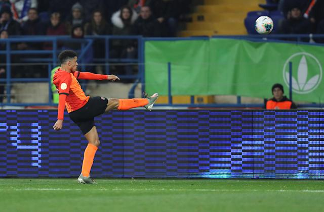 Taison kicks the ball towards Dynamo Kiev supporters (Credit: REUTERS)