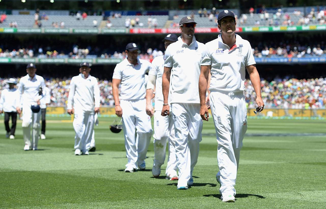 MELBOURNE, AUSTRALIA - DECEMBER 29:  England captain Alastair Cook leads his team from the field after losing the Fourth Ashes Test Match between Australia and England at Melbourne Cricket Ground on December 29, 2013 in Melbourne, Australia.  (Photo by Gareth Copley/Getty Images)