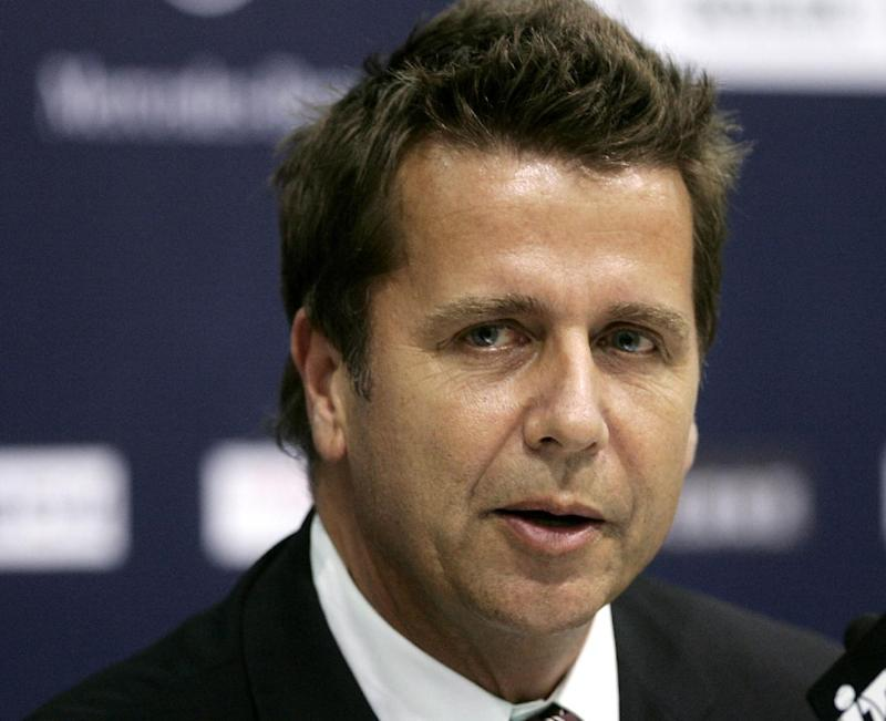 FILE - Australian Brad Drewett, CEO of Association of Tennis Professionals (ATP) International and Tournament Director at the ongoing Tennis Masters Cup, in this file photo dated Thursday, Nov. 13, 2008, at Qi Zhong Tennis Center in Shanghai, China.  On Friday May 3, 2013, the ATP announced that 54-year old chairman Brad Drewett has died at his home in Sydney, Australia, after a battle with motor neurone disease. (AP Photo/Bullit Marquez, FILE)