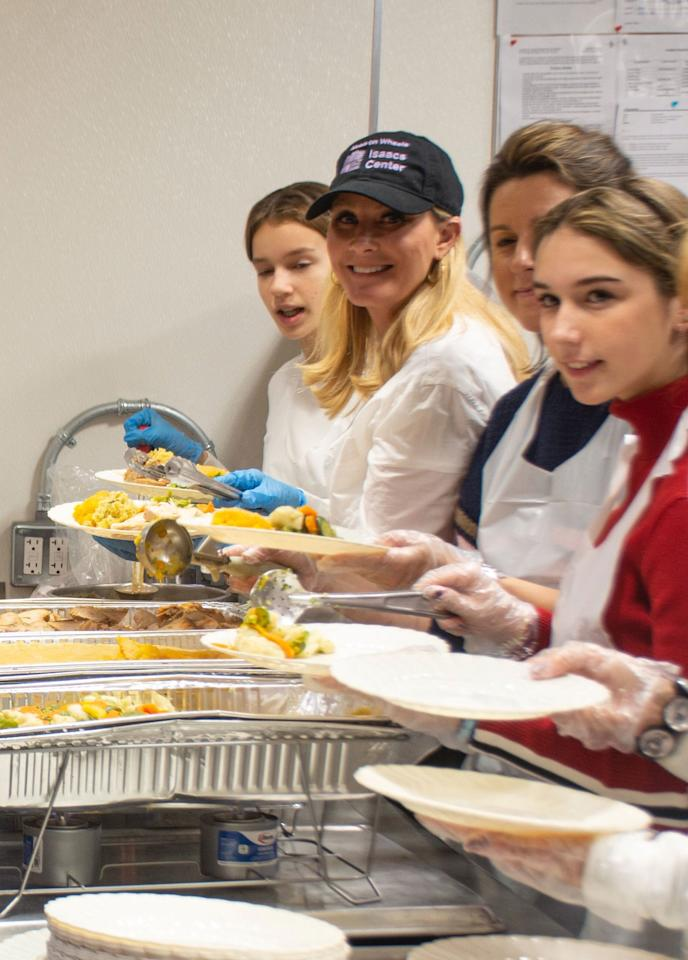 Sandra Lee helped prep, cook, deliver, serve and clean-up for 22,000 people on Thanksgiving Day with Citymeals on Wheels in New York City.