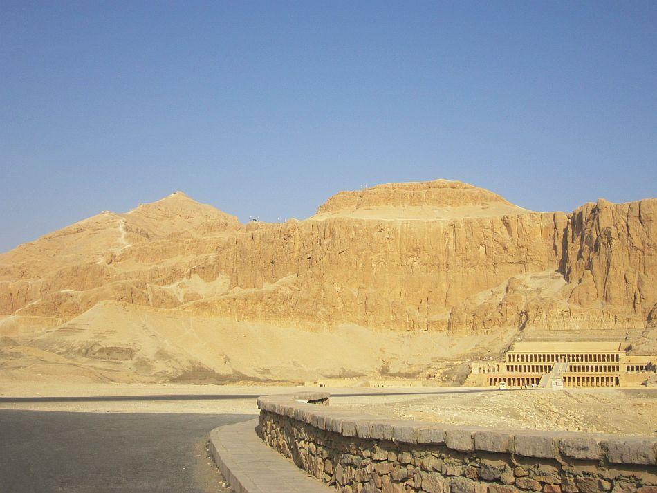 On the way to Queen Hatshepshut's temple in the Valley of the Kings