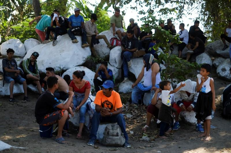 Mexico says border clash with migrants was isolated case, violence to be avoided