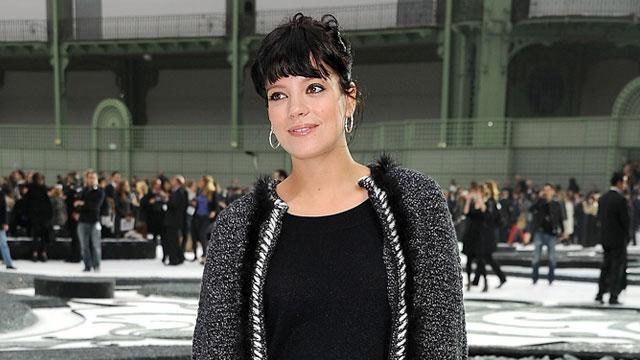 Lily Allen Dances Topless To Drake (WATCH)