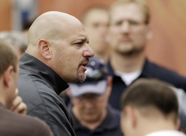 Cleveland Browns head coach Mike Pettine talks to reporters after a mandatory minicamp practice at the NFL football team's facility in Berea, Ohio Tuesday, June 10, 2014. (AP Photo/Mark Duncan)