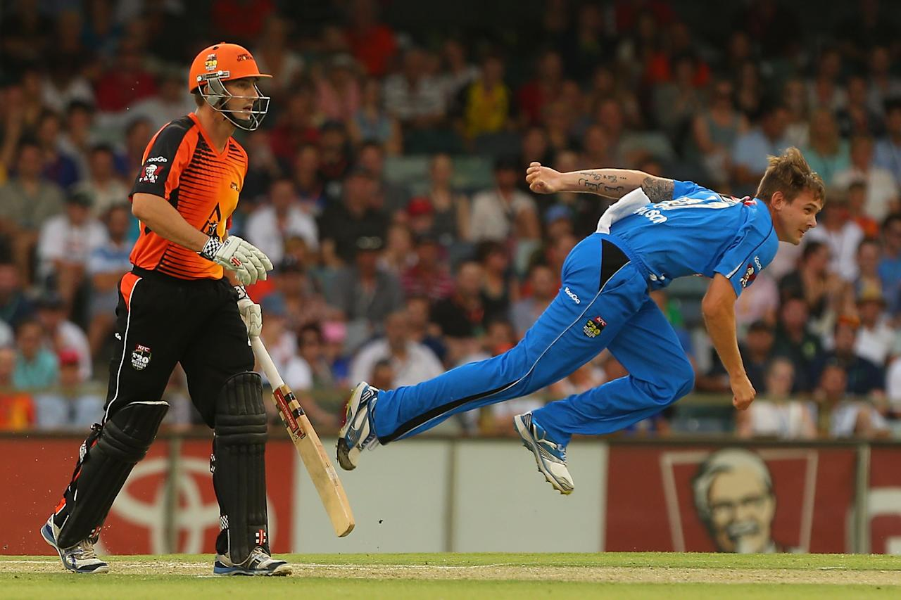PERTH, AUSTRALIA - DECEMBER 09:  Kane Richardson of the Strikers bowls during the Big Bash League match between the Perth Scorchers and Adelaide Strikers at WACA on December 9, 2012 in Perth, Australia.  (Photo by Paul Kane/Getty Images)