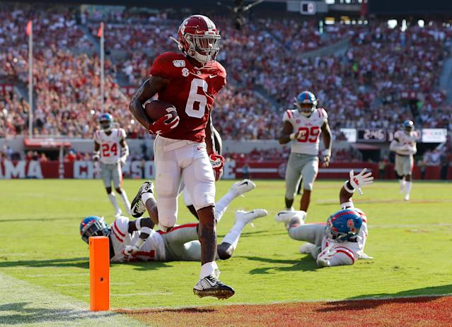 """<a class=""""link rapid-noclick-resp"""" href=""""/ncaaf/players/279741/"""" data-ylk=""""slk:DeVonta Smith"""">DeVonta Smith</a> scored four first-half touchdowns against Ole Miss. (Photo by Kevin C. Cox/Getty Images)"""