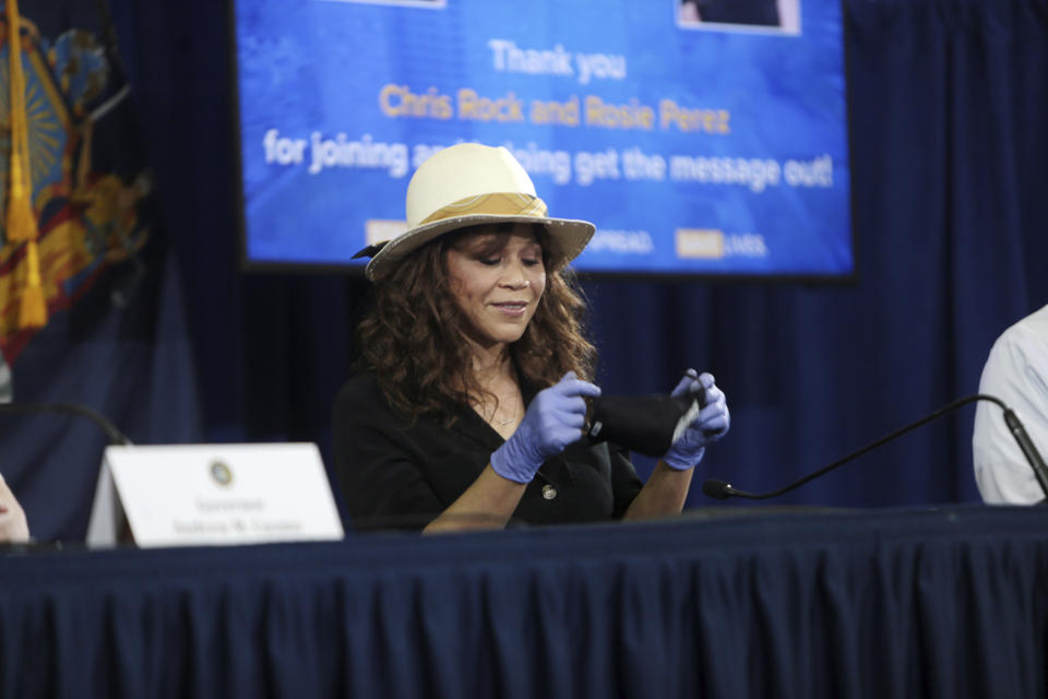 BROOKLYN, NY - MAY 28: Actress Rosie Perez pictured along with Comedian/Actor Chris Rock as they join New York Governor Andrew Cuomo during his covid-19 press conference to push mask use to protect against Coronavirus spread at Madison Square Boys and Girls Club on May 28, 2020 in Brooklyn, New York City. Credit: mpi43/MediaPunch /IPX