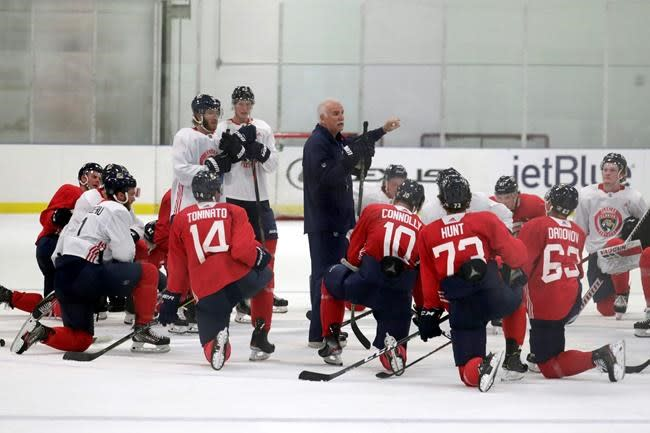 NHL's older coaches debate wearing masks, taking precautions