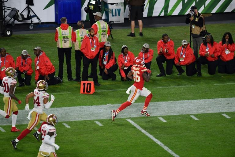In the fourth quarter Patrick Mahomes led the Chiefs on two long drives to set up touchdowns for tight end Travis Kelce and running back Damien Williams (picture) (AFP Photo/Angela Weiss)