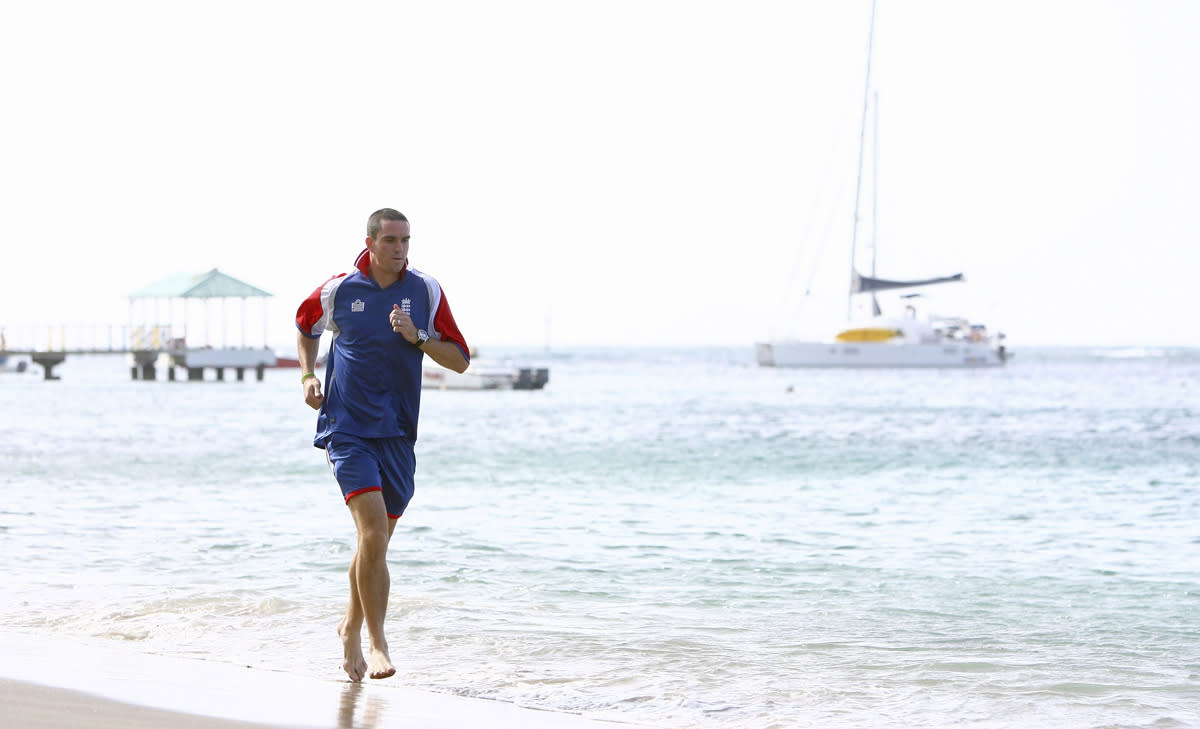 Kevin Pietersen of England goes for a morning run on the beach, ahead of the England press conference at the Beach Combers Hotel on March 7, 2007 in Kingston, Saint Vincent.  (Photo by Tom Shaw/Getty Images) *** Local Caption *** Kevin Pietersen