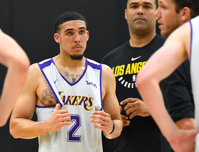 LiAngelo Ball works out for Lakers with Lonzo looking on