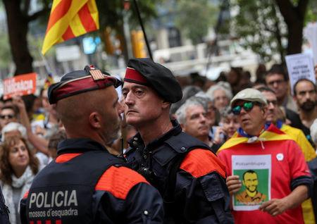 Extra police sent to stop referendum in Catalonia, Spain