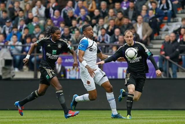 Anderlecht's Dieumerci Mbokani, Club's Ryan Donk (C) and Anderlecht's Milan Jovanovic fight for the ball during the Jupiler Pro League Play-Off group 8 match between RSCA Anderlecht and Club Brugge, in Anderlecht on May 6, 2012, on the eighth day of the Play-Off 1 of the Belgian football championship. Anderlecht needs a victory or a draw to win the championships. AFP PHOTO / BELGA - BRUNO FAHYBRUNO FAHY/AFP/GettyImages