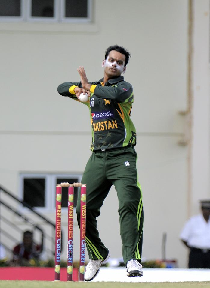 Pakistan bowler Mohammad Hafeez bowling with the new ball at the start of the 5th and final ODI West Indies v Pakistan at Beausejour Cricket Ground, in Gros Islet, St. Lucia on July 24, 2013. AFP PHOTO/RANDY BROOKS        (Photo credit should read RANDY BROOKS/AFP/Getty Images)