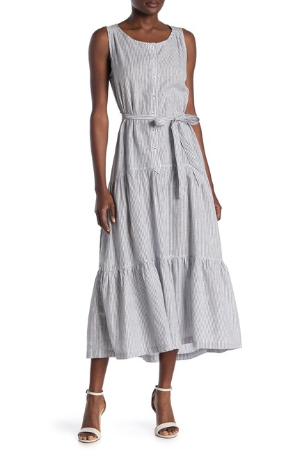 """Nordstrom Rack is offering <a href=""""https://www.nordstromrack.com/shop/Women/Clothing/Dresses/Casual"""" rel=""""nofollow noopener"""" target=""""_blank"""" data-ylk=""""slk:up to 70% off casual dress styles"""" class=""""link rapid-noclick-resp"""">up to 70% off casual dress styles</a> through Monday. <br> <br> <strong>Max Studio</strong> Self Tie Button Front Dress, $, available at <a href=""""https://go.skimresources.com/?id=30283X879131&url=https%3A%2F%2Fwww.nordstromrack.com%2Fshop%2Fproduct%2F3170924%2Fmax-studio-sleeveless-self-tie-button-front-dress%3Fcolor%3DDNVY%252FOWT"""" rel=""""nofollow noopener"""" target=""""_blank"""" data-ylk=""""slk:Nordstrom Rack"""" class=""""link rapid-noclick-resp"""">Nordstrom Rack</a>"""