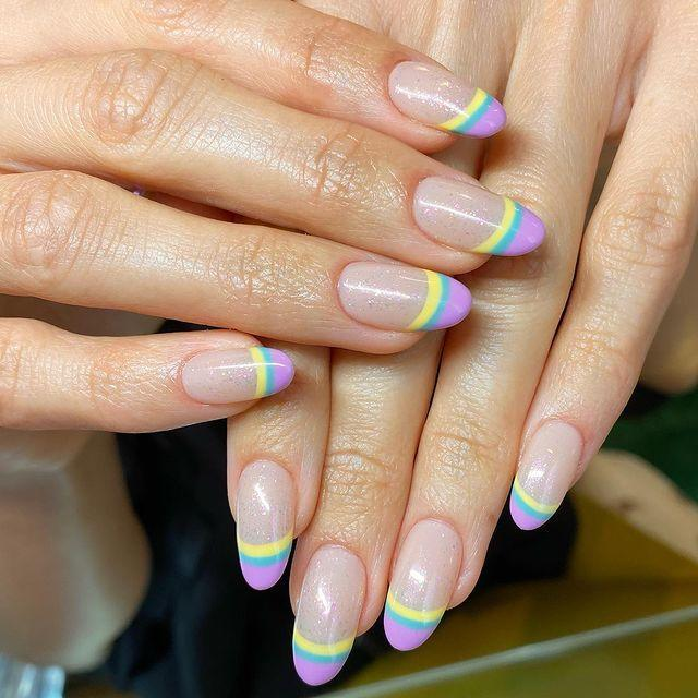 """<p>Girls with long acrylics, we see you, and so do these tri-striped nails with a creamy nude base.</p><p><a href=""""https://www.instagram.com/p/CJWYGmrsnA5/"""" rel=""""nofollow noopener"""" target=""""_blank"""" data-ylk=""""slk:See the original post on Instagram"""" class=""""link rapid-noclick-resp"""">See the original post on Instagram</a></p>"""