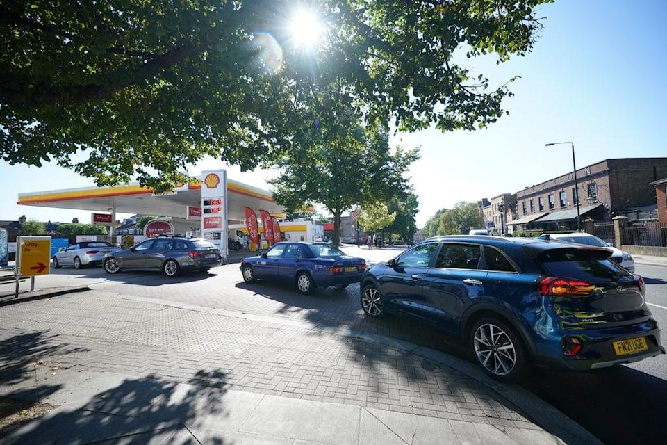 Queues at a Shell garage in Clapham, London (Yui Mok/PA) (PA Wire)