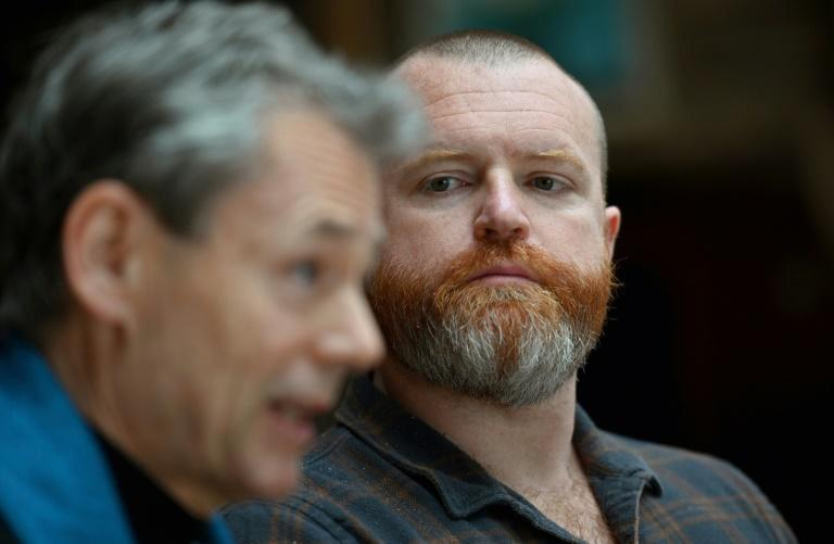 Two co-founders of men's support group Evryman, Owen Marcus (R)) and Dan Doty (AFP Photo/Angela Weiss)