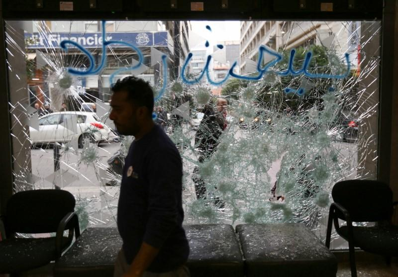 Lebanon protests turn violent for second night