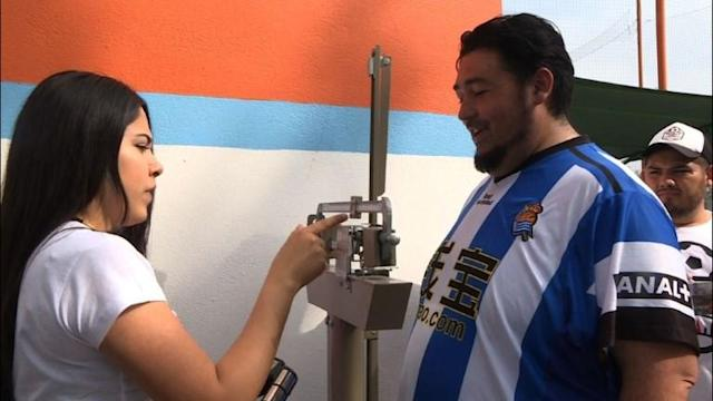 "In the ""Futbol de Peso"" program, organized in the northern Mexican city of Monterrey, teams gain more points for losing weight than for winning football matches."
